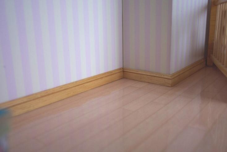 pose de plinthe en bois. Black Bedroom Furniture Sets. Home Design Ideas
