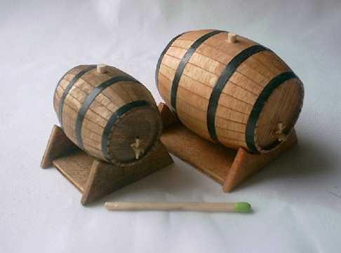 petit tonneau en bois petit tonneau en bois petit tonneau en bois francislabrocante pin ch ne. Black Bedroom Furniture Sets. Home Design Ideas